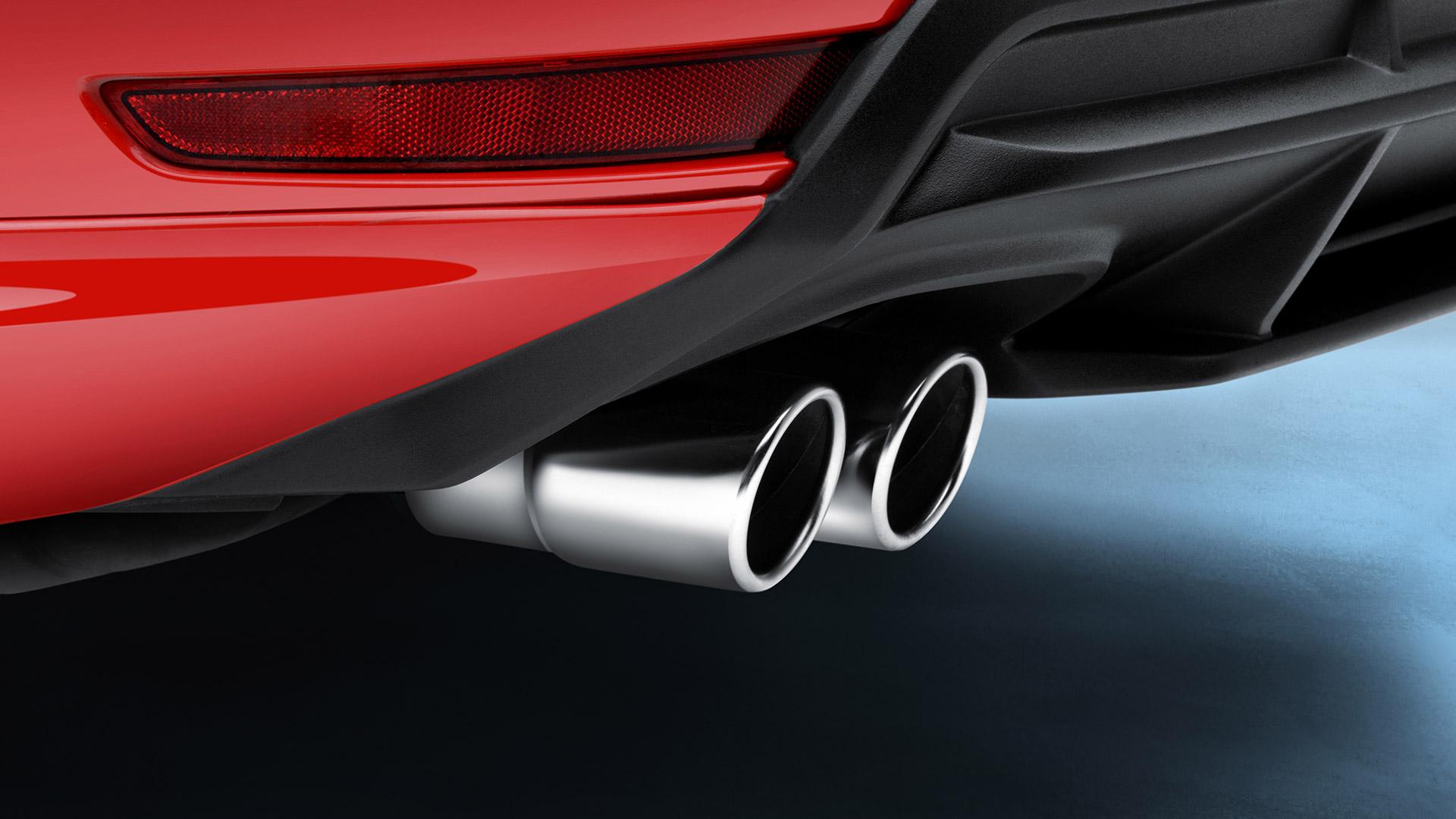 Embellecedor salida de escape VW Jetta A6 de acero inoxidable y con forma biselada.