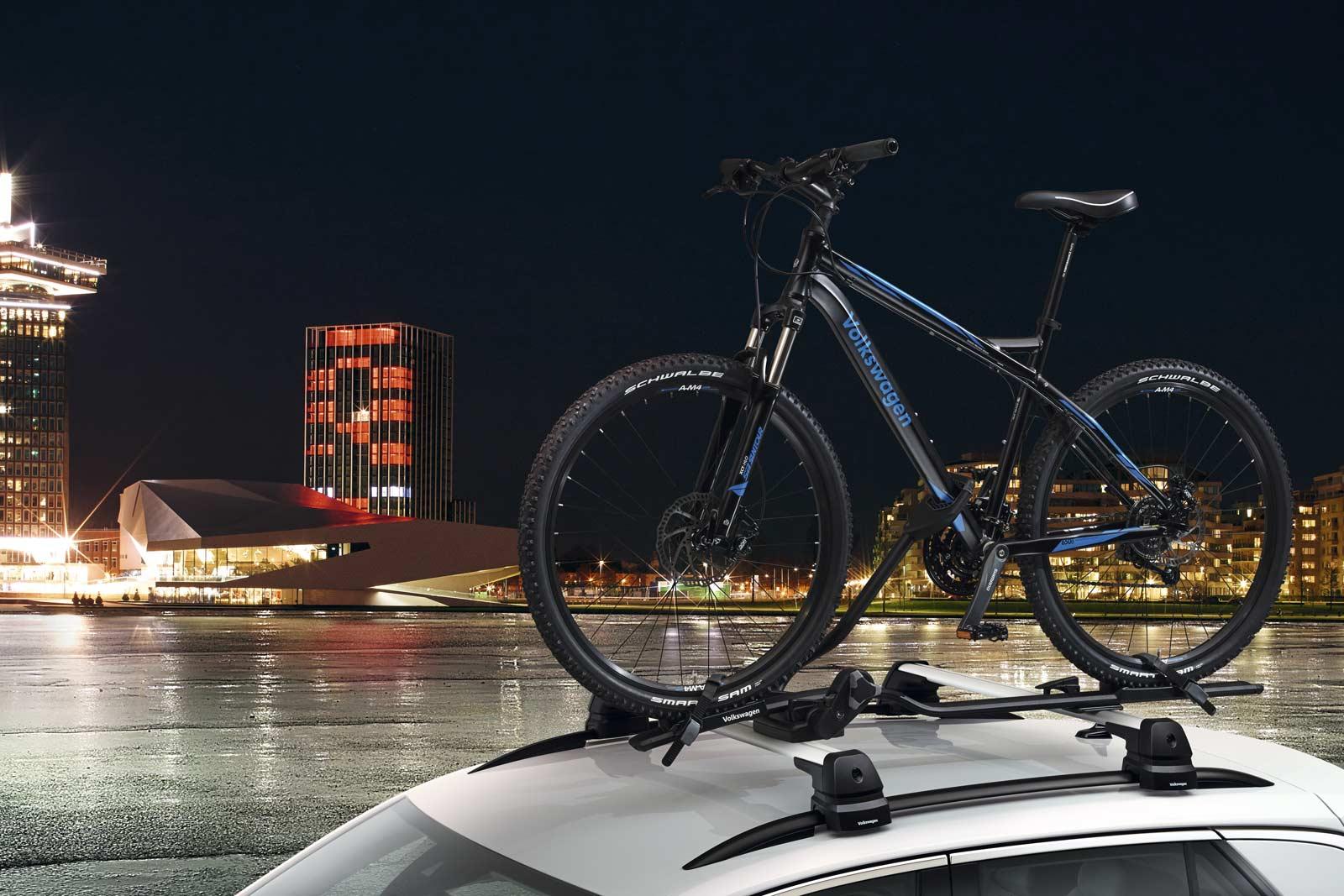 Portabicicletas original para Jetta A7 de Volkswagen, fácil y seguro de fijar en tu auto.