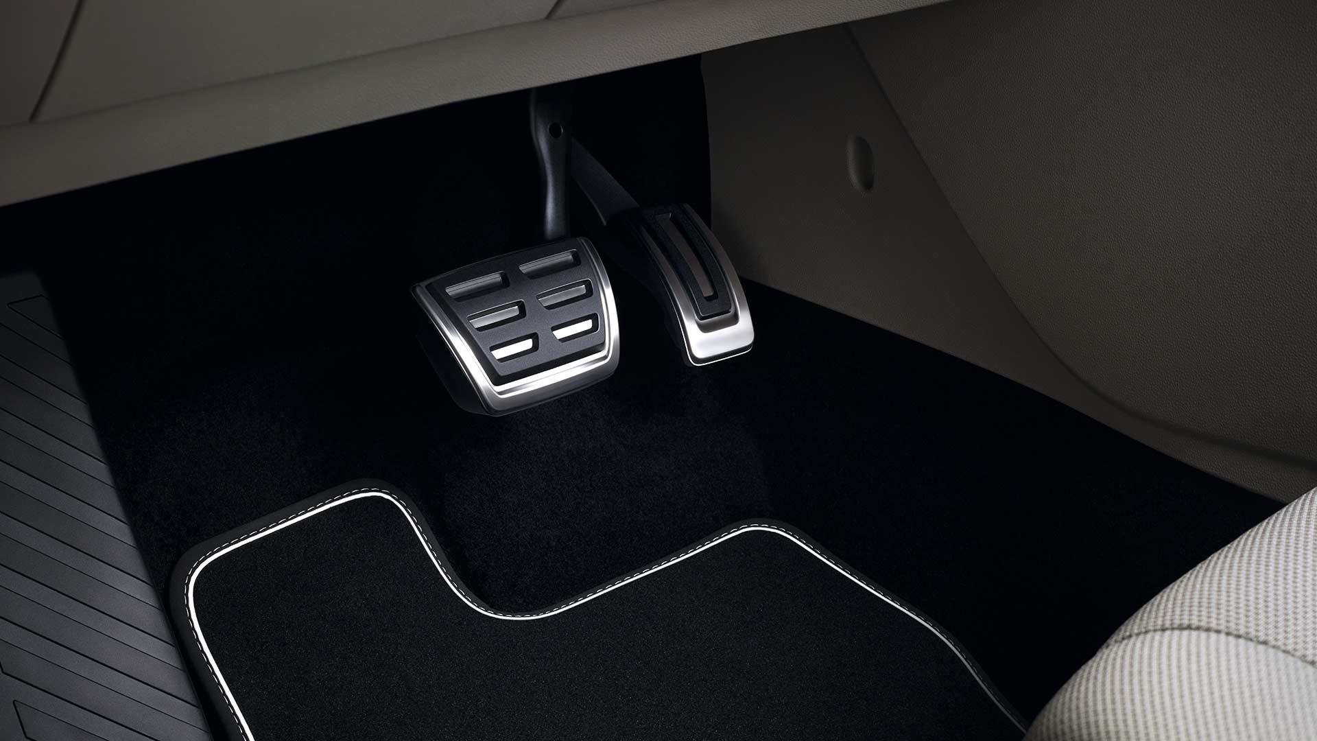 Fundas para pedales para tu auto Volkswagen Jetta A7 seminuevo.