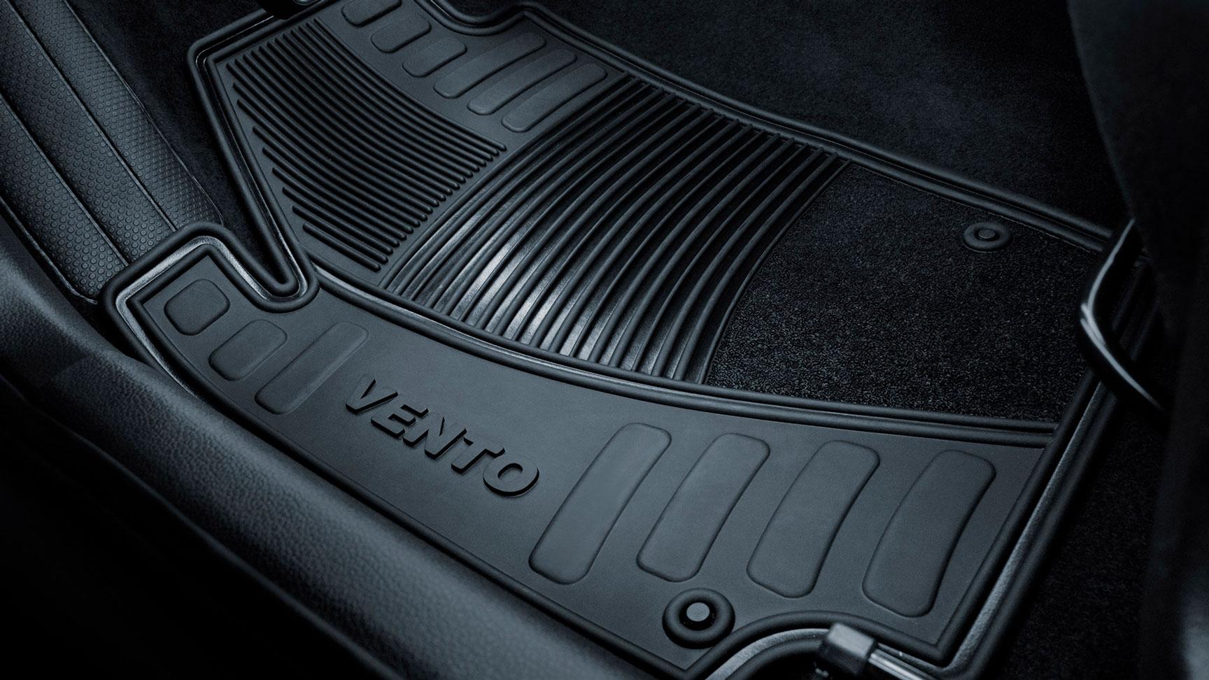 Nuevos tapetes de goma Vento, accesorios originales de Volkswagen de venta en Das WeltAuto.