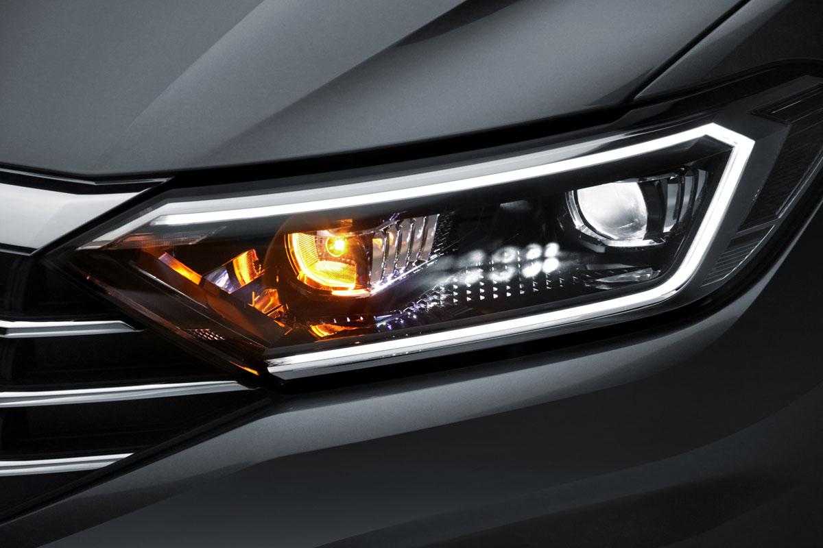 Imagen de faro delantero de Jetta 2020, auto seminuevo de venta con certificado de garantía.